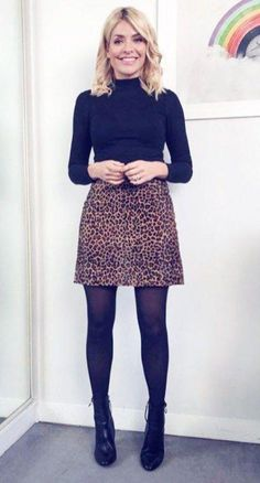 Want to know how to do the miniskirt but the grown-up version? Holly Willoughby has the best formula, and you're going to want to copy it. More from my siteDie von Holly Willoughby getragenen Outfits. Winter Outfits For Work, Winter Work Fashion, Winter Work Shoes, Formal Winter Outfits, Winter Work Clothes, Casual Outfits For Winter, Winter Office Wear, Office Wear Women Work Outfits, Winter Teacher Outfits