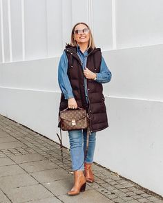 How to dress on cold weather - denim and puffer vest | For more style inspiration visit 40plusstyle.com