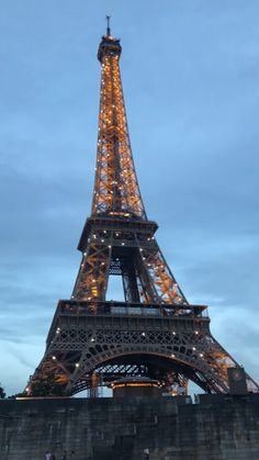 Greece Discover Discover the Best of Paris Eiffel Tower Paris France. Discover the best things to do ad to see in Paris! Eiffel Tower Photography, Paris Photography, Travel Photography, Paris At Night, Eiffel Tower At Night, Paris Eiffel Tower, Paris Images, Paris Pictures, City Aesthetic