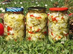 Kolorowe warzywa zamknięte w słoiku... na zimę ;) Ogórki, cukinia, kalafior, papryka, cebula, czosnek, pietruszka - to super zdrowy i kolorowy zestaw warzyw. Przepis na kolorowa sałatka z ogórków i cukinii. Pickles, Cucumber, Shrimp, Curry, Treats, Vegetables, Healthy, Food, Sweet Like Candy
