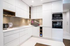 38 Timeless Kitchen Cabinets & Units Ideas Make Everything Traceable Timeless Kitchen Cabinets, Kitchen Cabinets Units, Kitchen Cabinet Design, Living Room Kitchen, Diy Kitchen, Kitchen Decor, Modern Kitchen Interiors, Contemporary Kitchen Design, Luxury Kitchens
