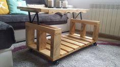 Una mesa elevable de salón hecha con palets