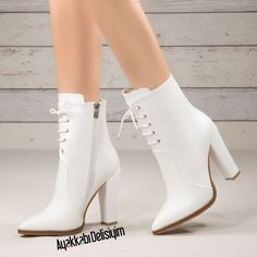 Capture the white boots fashion. - Capture the white boots fashion. Top Shoes, Me Too Shoes, Shoes Heels, Pumps, Heeled Boots, Bootie Boots, High Heel Boots, Fashion Wear, Fashion Boots