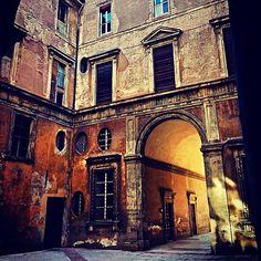 Interno del Palazzo Vizzani, Bologna - Instagram by cinziaf_