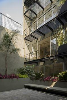 Gallery of Oriente 7 16 / Accidental - 4 terrassen patio stacco binnentuin koer tilia
