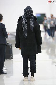 160111 Taeyang at Kansai Airport going to Seoul