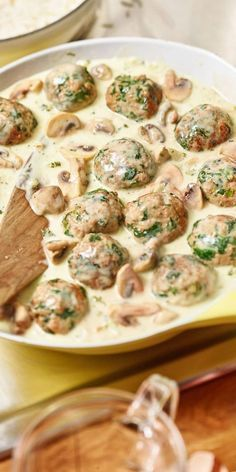 Hack-spinach dumplings with rice-Hack-Spinat-Klopse mit Reis This dish tastes so delicious that you will convince even vegetable deniers! In our video today, we& show you how to make this hamburger-spinach dumpling with rice yourself. Healthy Snacks, Healthy Recipes, Soul Food, Food Videos, Food Inspiration, Food Porn, Food And Drink, Cooking Recipes, Yummy Food