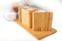 Bitto Üçgen Baharatlığın farklı tasarımı sayesinde mutfağınıza zengin bir duruş katacaksınız. Üç farklı haznesi sayesinde günlük baharatlık kullanımınızı pratik bir şekilde yapabileceksiniz.    Ürün Boyutları (cm) : 25x11x9