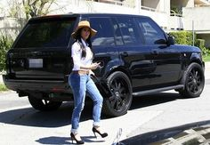 Kim Kardashian with her blacked out Range Rover . I am completly in love... With this car.