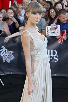 Taylor Swift looks stunning in an Elie Saab Ready to Wear collection gown at the 20th Aria Awards 2012 in Sydney, Australia, on Nov. 28, 2012.