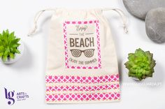 O calor aperta e só estamos bem mesmo é na praia!  Leve os seus protectores solares numa bolsinha feita por si!