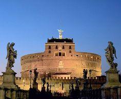 O Castelo de Santo Ângelo, conhecido como Mausoléu de Adriano, localiza-se em Roma, na Itália. Sua estrutura foi erguida entre os anos 135 e 139. Durante a Idade Média, tornou-se a mais importante fortaleza pertencente aos Papas. Desde 1901, funciona como museu. O castelo é um dos cenários do filme 'Anjos e Demônios', baseado no livro Dan Brown; e também aparece na série de games 'Assassin's Creed'.