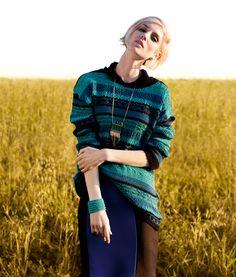 THE WINTER IS COMING - Esquente os dias de frio de forma elegante, com looks inspirados nas décadas de 30 e 40, compostos por vestidos e saias midi e texturas como tricô, couro, cashmere e pashmina.