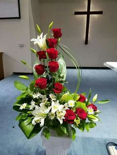 Fall Flower Arrangements For Church Altars - Flowers Healthy Easter Flower Arrangements, Funeral Flower Arrangements, Rose Arrangements, Beautiful Flower Arrangements, Beautiful Flowers, Altar Flowers, Church Flowers, Funeral Flowers, Ikebana