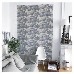 Le papier peint Raphael de Sanderg posé comme élément de décoration dans un salon. Crédit photo : Nos.enfantillages / Instagram. Papier peint Design en vente chez Au fil des Couleurs.