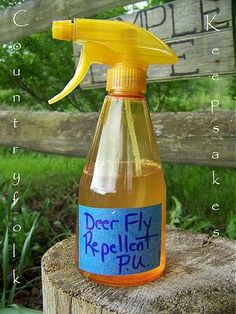 Natural deer/black fly repellant recipe. Fly Repellant For Dogs, Black Fly Repellent, Natural Fly Repellant, Deer Repellant, Insect Repellent, Horsefly Repellent, Fly Remedies, Natural Remedies, Homemade Fly Spray