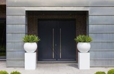 Bloempot vaas boll I wit Capi Lux Straight Line Designs, Chaise Chair, Fiberglass Planters, Modern Planters, Outdoor Furniture, Outdoor Decor, Dining Set, Potted Plants, Entrance