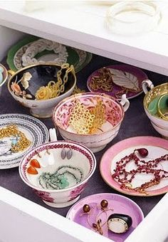 Teacups inside a drawer for accessories, super cute! Not that I have many accessories, haha.