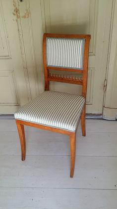 2 nytapetserade björkstolar 1500kr Berch chairs in ner fabrik WWW.tibbleantik.se