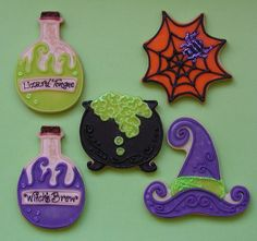 Halloween cookies - cauldron with iridescent bubbles, potions in flasks, fashionable witch's hat, sparkly spidey in web Halloween Cookies Decorated, Halloween Sugar Cookies, Halloween Baking, Halloween Goodies, Halloween Desserts, Halloween Cakes, Halloween Treats, Decorated Cookies, Halloween Biscuits