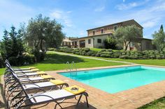Check out this amazing Luxury Retreats property in Tuscany, with 6 Bedrooms and a pool. Browse more photos and read the latest reviews now.