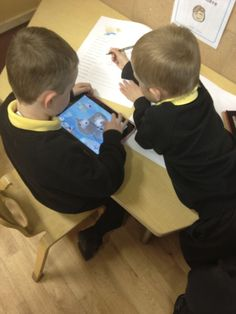 It is sometimes difficult to think of ICT as being anything beyond a computer or an iPad, but ICT in EYFS takes on many different forms and can be promoted. Writing Station, Writing Area, Kids Writing, Primary School, Pre School, Just Giving Page, Abc Does, School Photography, Preschool Kindergarten