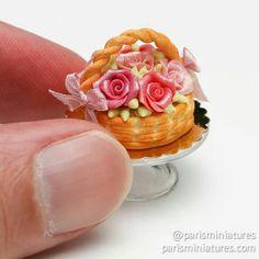 Cakes, Pastries & Desserts in Miniature - Paris Miniatures Miniature Crafts, Miniature Food, Mini Desserts, Just Desserts, Beautiful Cakes, Amazing Cakes, Beautiful Things, Rose Basket, Mini Pastries