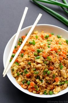 15 minutes are all you need to whip up this tasty Chinese Fried Rice recipe. A healthy and satisfying vegetarian main or side dish.