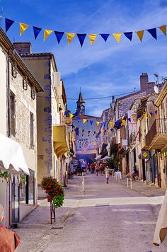 Monflanquin, Aquitaine, Lot-et-Garonne Beautiful World, Beautiful Places, Amazing Places, Places Ive Been, Places To Go, Holy Roman Empire, French Vintage, Provence, Netherlands