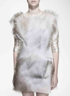 Incertitudes: Sound Activated Clothing by Ying Gao New York Fashion, Fashion Brand, Runway Fashion, Fashion Art, Editorial Fashion, Fashion Design, Ying Gao, Podium, Prep Style