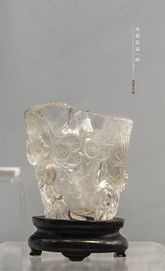 水晶花插 明 苏州博物馆藏 Crystal Flower-vase/The Ming Dynasty(1368-644)/Suzhou Museum Chinese Embroidery, Jade Stone, Chinese Painting, Types Of Art, Horns, Objects, Arts And Crafts, Ivory, Bronze