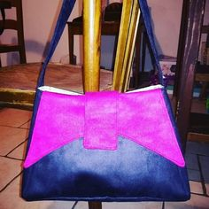 AngelBulle sur Instagram: #InstantCouture 1ere création avec ma nouvelle MAC @pfaff_france !!! Le sac #ava de #sacotin en suédine noire et rose bien flashy. La…