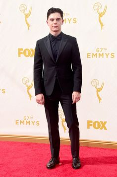 Pin for Later: Seht alle TV-Stars bei den Emmy Awards Evan Peters