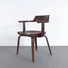 'W armchair, H. 74 x x 53 cm. Made by Thonet, USA. Walter Gropius, Modern Furniture, Armchair, Dining Chairs, Plywood, Interior, Objects, Design, Usa