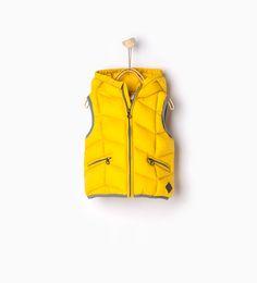 Bild 1 von Weste mit Kapuze und Taschen von Zara