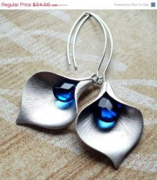Blue calla earrings - Etsy