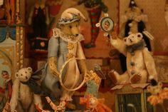 miniature bears from the collection of ahmed al-than jester outfit :) Fabric Animals, Felt Animals, Teddy Bear Shop, Teddy Bears, Minis, Doll Shop, Bear Doll, Crochet Bear, Needle Felted Animals