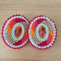 Beaded Earrings Native, Beaded Earrings Patterns, Native Beadwork, Native American Beadwork, Beaded Brooch, Bead Embroidery Patterns, Beaded Embroidery, Beading Patterns, Cross Walls