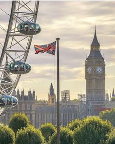 Lovely photo of Big Ben, now call the Elizabeth Tower, and the London Eye. Lovely photo of Big Ben, now call the Elizabeth Tower, and the London Eye. City Of London, London Eye, London In 2 Days, Things To Do In London, Big Ben London, London Food, England Ireland, England And Scotland, England Uk