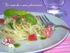 Spaghetti alla crudaiola con burrata e pomodori Spaghetti, Ethnic Recipes, Food, Essen, Meals, Yemek, Noodle, Eten