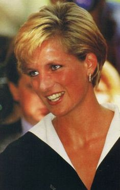 September, 1990: HRH Diana, Princess of Wales arrives at the Nottingham Medical Centre with her sons Prince William & Prince Harry to visit the Prince of Wales after his operation.