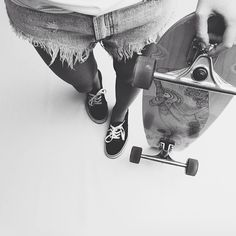 garota de longboard