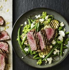 Steak with mashed peas, green beans and courgettes recipe by Dale Pinnock - Place the peas in a saucepan, cover with boiling water and simmer until they soften. Get every recipe from Anxiety & Depression by Dale Pinnock Fodmap Recipes, Meat Recipes, Healthy Recipes, Healthy Dinners, Dale Pinnock, Feta Salad, Spring Recipes, Veggies, Root Vegetables