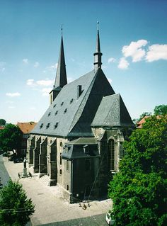 Classical Weimar  In the late 18th and early 19th centuries the small Thuringian town of Weimar witnessed a remarkable cultural flowering, a...