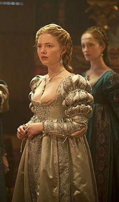 Italian Renaissance Dress, Renaissance Fashion, Renaissance Fair, Tudor Fashion, Lucrèce Borgia, 16th Century Clothing, Holliday Grainger, The Borgias, Historical Clothing