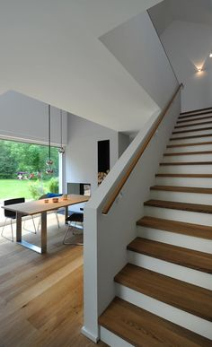 Wooden stairs: essentially by grimm architects bda, modern - Wooden stairs: modern dining room by GRIMM ARCHITEKTEN BDA - Staircase Railings, Wooden Staircases, Staircase Design, Bannister, Design Your Dream House, House Design, Modern Stairs, Modern Room, House Stairs