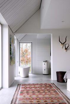 Modernt badrum med betonggolv