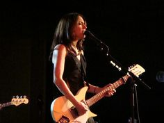 Yep, I'm a huge Susanna Hoffs fan. One of my very favorite voices in the world...