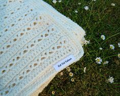 Kat Kat Katoen: Monochrome baby blanket – Free pattern in Dutch and English – Değiştiriniz Free Baby Blanket Patterns, Baby Patterns, Crochet Baby Cocoon, Crochet Baby Booties, Hat Crochet, Irish Crochet, Free Crochet, Crochet Top, Rugs