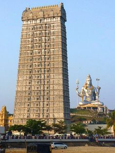 This #temple overlooking the Arabian Sea, has the tallest gopuram and the second largest #Shiva statue in the world! Can you identify it?
